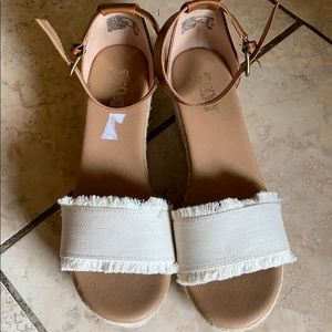 e7c913d892c Brash Shoes - Open toe platform sandal. SIZE 9